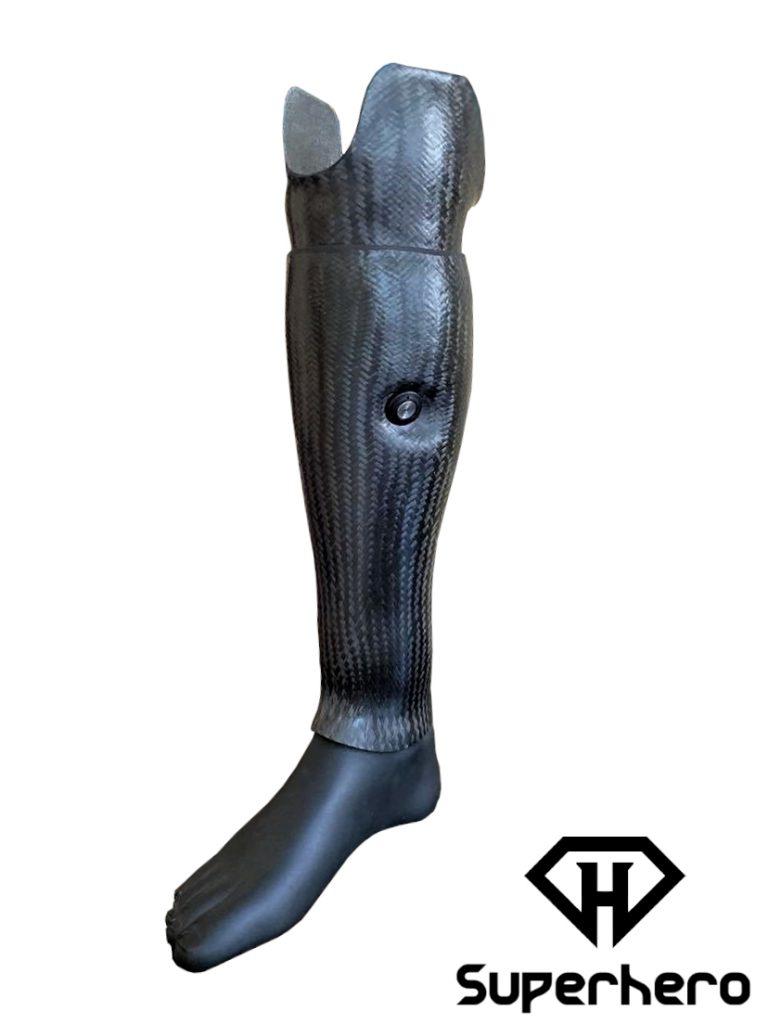 superhero-proteza-węglowa-carbon-cover-prosthesis-włókno-węglowe-obudowa-druk-3d-łydka-podudzia-warszawa-ottobock-pokrycie-kosmetyczne